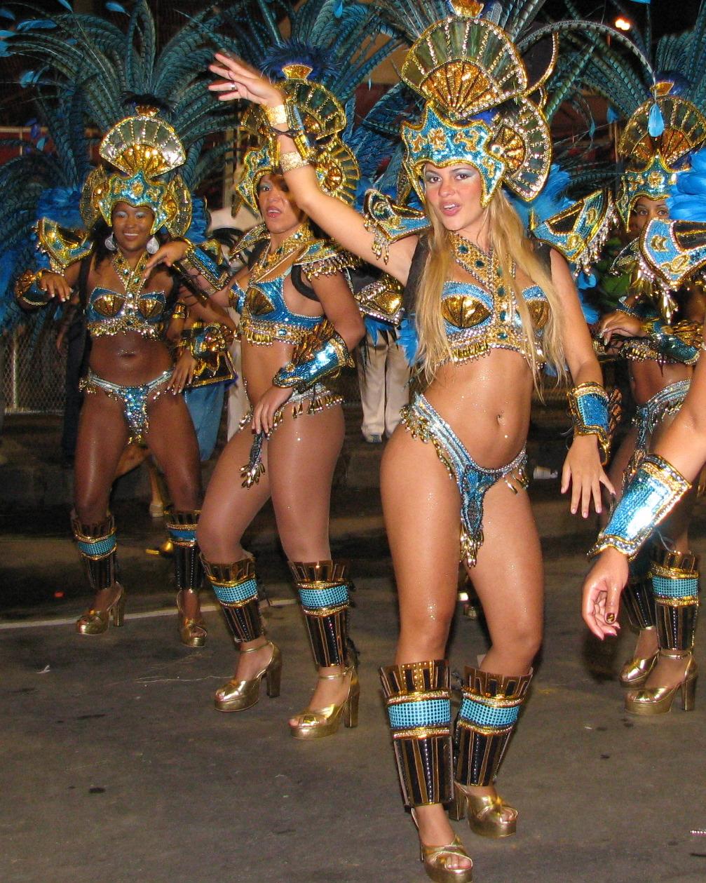 Три мулатки на карнавале 1 фотография